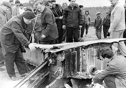 Russian advisers inspecting the debris of a B-52 downed in the vicinity of Hanoi SVS u oblomkov sbitogo B-52 v okrestnostiakh Khanoia 23.12.1972 (1).jpg