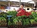 087 Eski Juva Bozori, mercat de Chorsu (Taixkent), parada de verdures.jpg