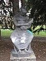 1130 Spohrstraße 25-27 - Skulptur Mutter und Kind von Florian Josephu 1962 IMG 0870.jpg
