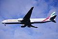 190ek - Emirates Boeing 777-31H, A6-EMM@LHR,05.10.2002 - Flickr - Aero Icarus.jpg