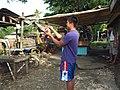 2016-09-28 Cockfighting in Buaya, Lapu-Lapu City, Cebu, Philippines ブアヤ村の闘鶏をする男たち DSCF6701.jpg