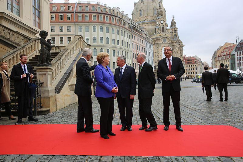 File:2016-10-03 Stanislaw Tillich, Angela Merkel, Joachim Gauck (Tag der Deutschen Einheit 2016 in Dresden) by Sandro Halank–30.jpg
