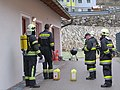 2018-01-13 (106) Self-contained breathing apparatus wearers in the performance test (Finnentest) in the fire station of the volunteer fire department in Weissenburg in Frankenfels.jpg