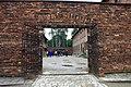 """784648 Oświęcim zespół obozu zagłady """"Auschwitz"""" - wejście przy Ścianie Straceń 06.JPG"""