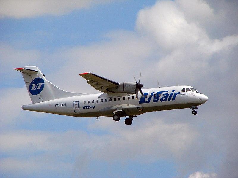 800px-ATR42_utair.jpg