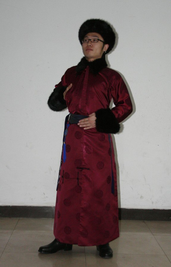 A Manchu young man dressed in traditional clothes.jpg