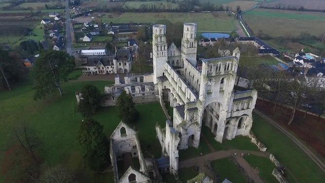 File:Abbaye de Jumièges from quadcopter.webm