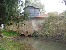 Abu-Rabakh Watermill in Yarkon river.JPG