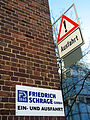 Achtung, Ausfahrt, Friedrich Schrage GmbH, Ein- und Ausfahrt, Badenstedter Straße 98 A B, 30453 Hannover Körtingsdorf.jpg