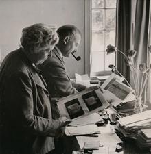 Agatha Christie en Max Mallowan in 1950.png