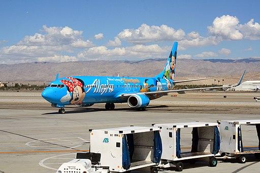 Alaska Airlines 737 in Palm Springs (5093842268)