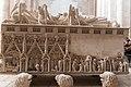 Alcobaça-Monsteiro de Santa Maria-Túmulo de D. Pedro I VB2-20140915.jpg