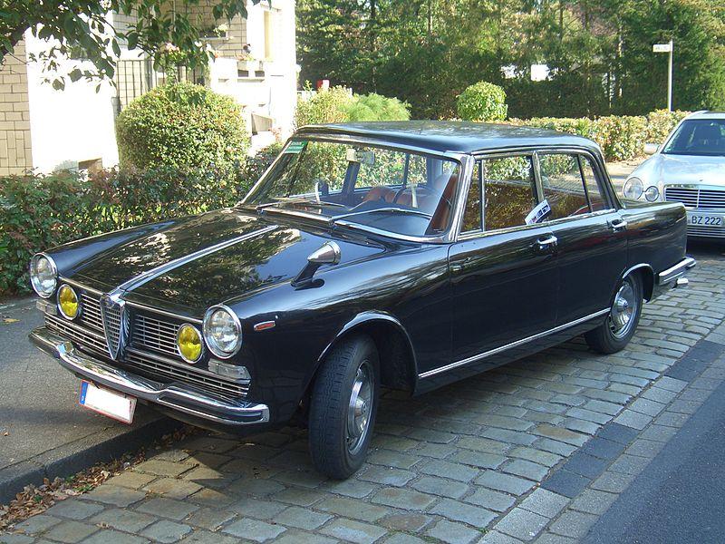 800px-Alfa_Romeo_2600_Berlina_106.00_1962-1969_frontleft_2011-10-02_U.jpg