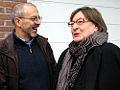 Amüsierten sich köstlich, Der Künstler Jürgen Friede und Marlis Drevermann bei der Ausstellungseröffnung Wintergärten V - H20 in der Güntherstraße, Hannover-Waldhausen.jpg