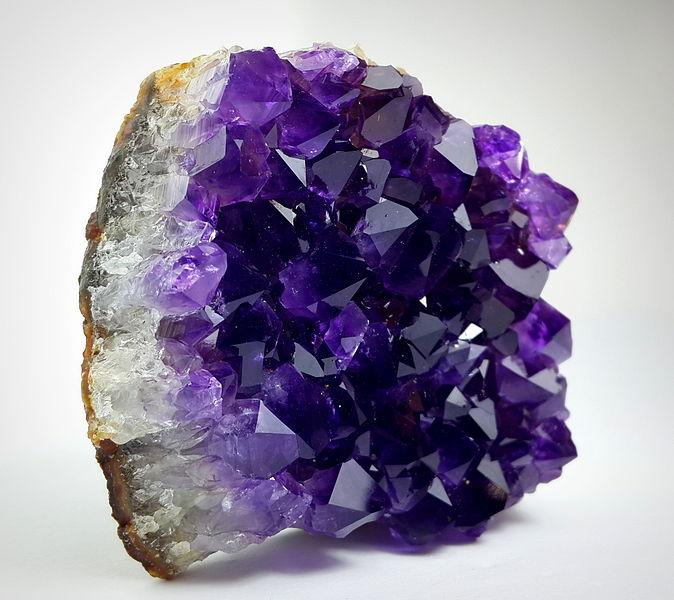 Características Piedra preciosa amatista