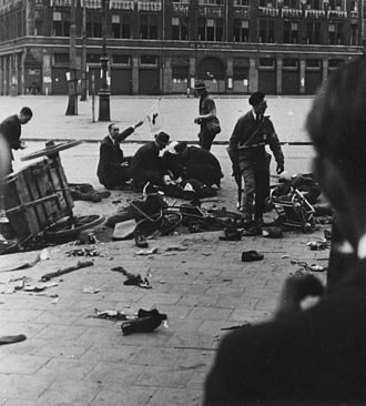 Dam Square - Dam Square just after the shooting, 1945.