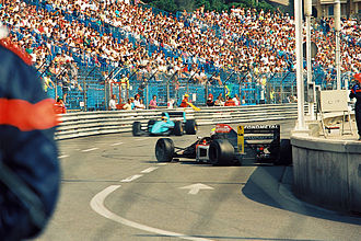 Karl Wendlinger - Wendlinger (in the back) at the 1992 Monaco Grand Prix