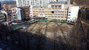 Anil Elementary School, Photographed in the parking building of Lotte Department Store (2).jpg