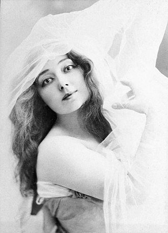 Anna Held - Portrait of Anna Held around 1908, by Léopold-Émile Reutlinger