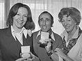 Anne Wil Blankers, Peter van der Linden en Ellen Vogel (1976).jpg