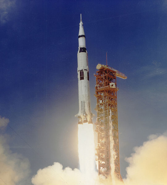 File:Apollo 11 Launched Via Saturn V Rocket.jpg ...