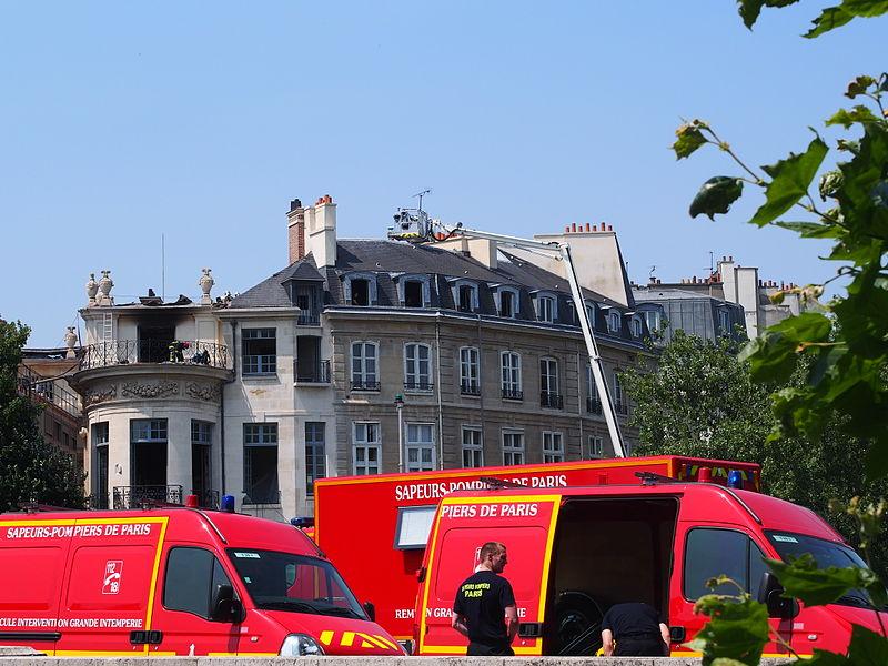 Après l'incendie de l'Hôtel Lambert (Paris - 2013) - 3.JPG