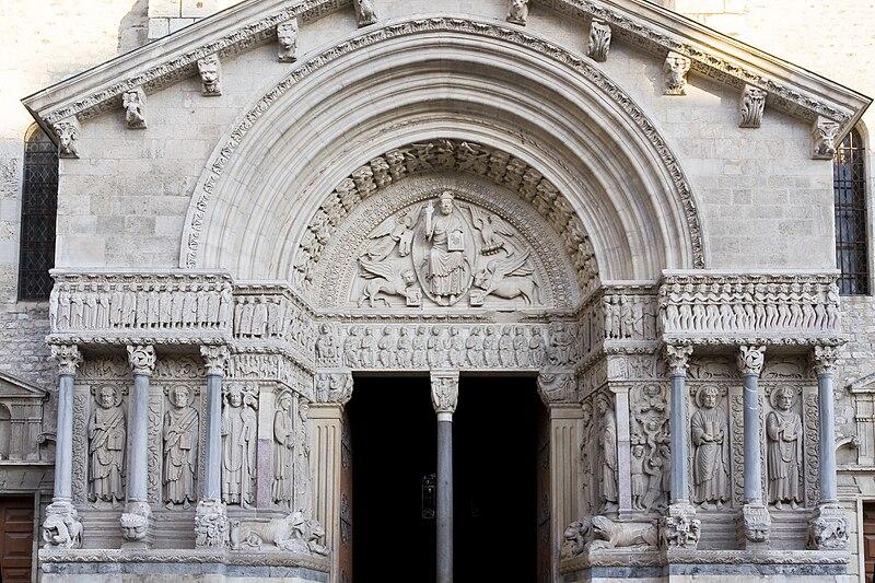 File:Arles St Trophime Portail.jpg