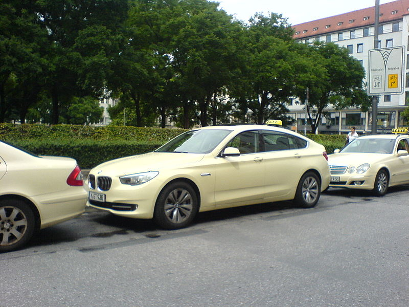 File:BMW 5 Gran Turismo als Taxi (München).JPG