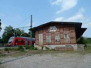 Grabow (Meckl) station - Former goods shed and platform for traffic towards Ludwigslust
