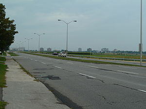 Baseline Road (Ottawa) - Baseline Road looking west from Prince of Wales Drive