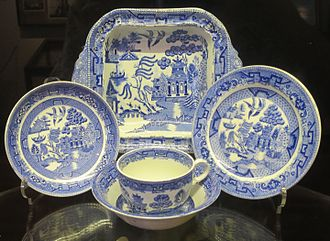 Willow pattern - Different shapes in a willow pattern, 19th century