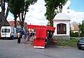 Borotín, náměstí, kaple a pouťové stánky.jpg