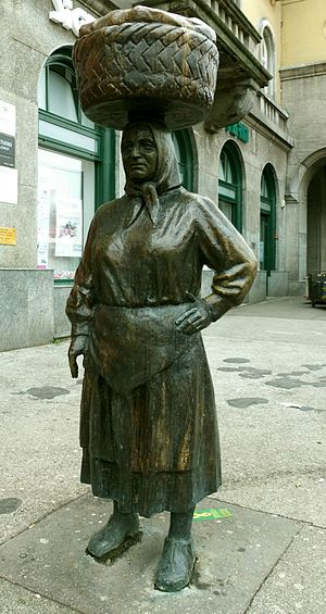 Dolac Market - Bronze statue of a market woman at Dolac Market