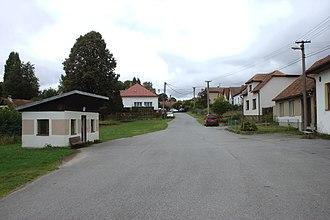 Buřenice - Image: Buřenice, autobusová zastávka