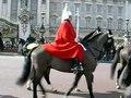 File:Buckingham Palace - Défilé (Londres, Angleterre) (2).ogv