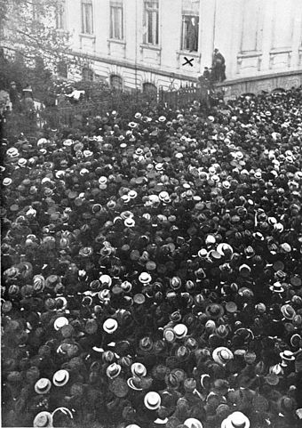 Philipp Scheidemann addresses a crowd from a window of the Reich Chancellery, 9 November 1918 Bundesarchiv B 145 Bild-P011502, Berlin, Reichskanzlei, Philipp Scheidemann.jpg