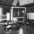 COLLECTIE TROPENMUSEUM 'Rudolf Bonnet werkt in zijn atelier aan het schilderij 'Aankleden voor de voorstelling' TMnr 60030475.jpg