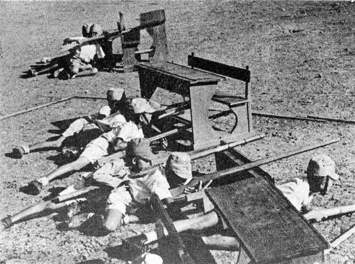 COLLECTIE TROPENMUSEUM Indonesische jongens tijdens hun soldatentraining door de Japanners TMnr 10001989