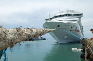 English: Carnival Freedom Docked in Limon, Cos...