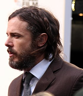 Casey Affleck on the Manchester by the Sea red carpet (30165304696) (cropped).jpg