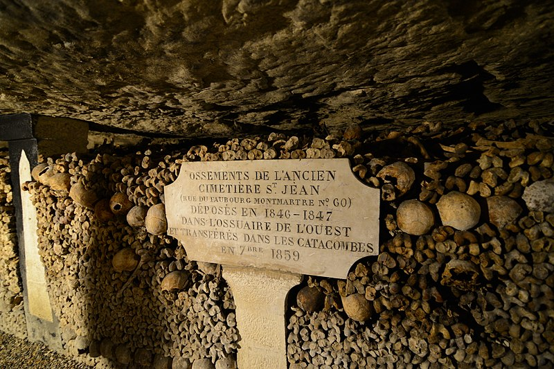 File:Catacombes de Paris (22266700370).jpg