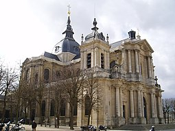 Cathedrale saint louis versailles quart.jpg