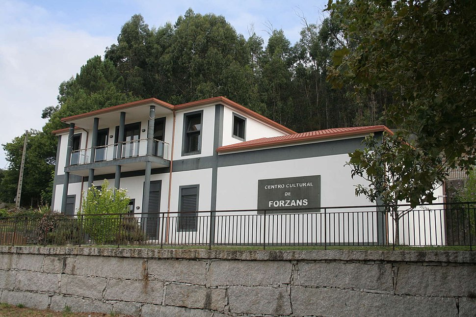 Centro Cultural de Forzáns, Ponte Caldelas