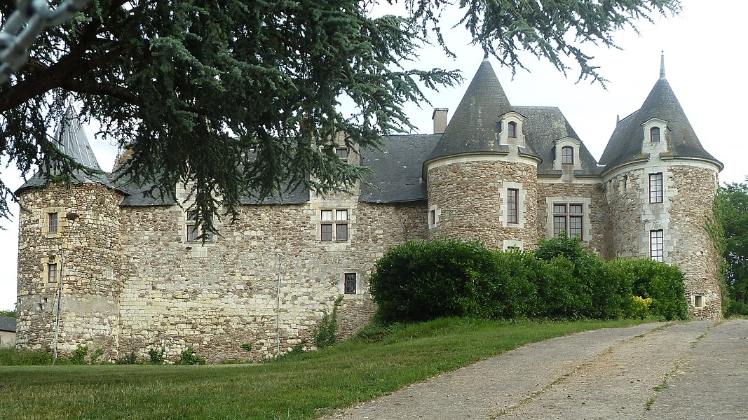 English:  Castle of Blaison, Blaison-Gohier|, Maine-et-Loire, France. Built in the 12th century, rebuilt in the and 15th and 16th centuries, restored in 20th century. It was owned by Gilles de Rais, and burned four times by the English.