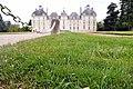Château de Cheverny - Coté pile, pelouse au cordeau (4603291781).jpg