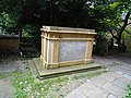 Chest tomb c.1776 to John Harrison (3).jpg