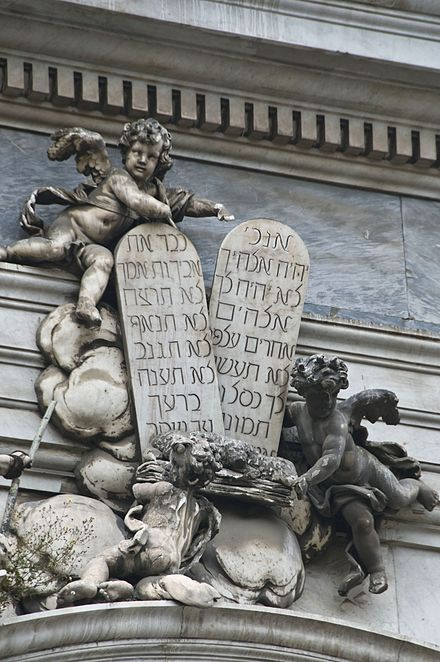 Le Tavole dei dieci comandamenti in lingua ebraica