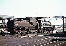 La locomotiva South African Railways 3733 in deposito a Sydham nell'agosto 1973. La macchina è agganciata a un tender di tipo Vanderbilt.