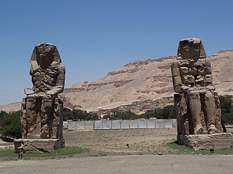 Colossi of Memnon - Image: Colossi of Memnon