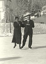 Couple dancing on ice, 1931.jpg